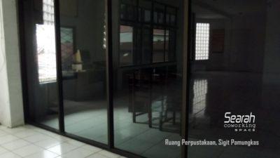 Ruang Perpustakaan Sigit Pamungkas dari Jendela.JPG